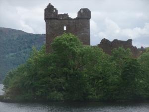 U castle w water