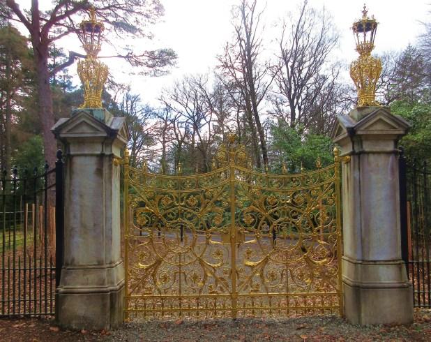 BG gold gates