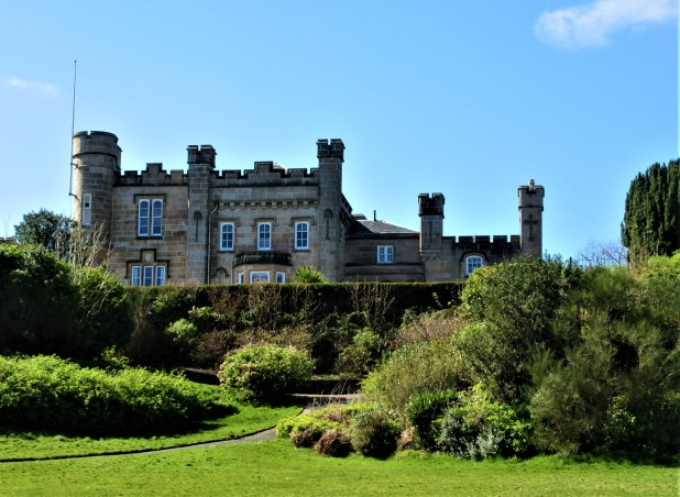 dunoon castle front sunny day